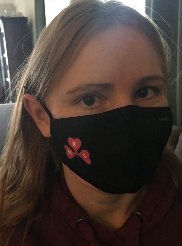 Ansiktsmaske med logo